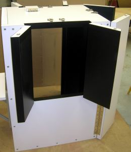 ISOLATION CHAMBER WITH HALF DOORS